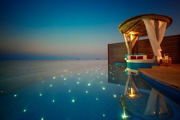 insel-seite-milaidhoo-island-water-pool-vlla-deck-03-Maledivenexperte