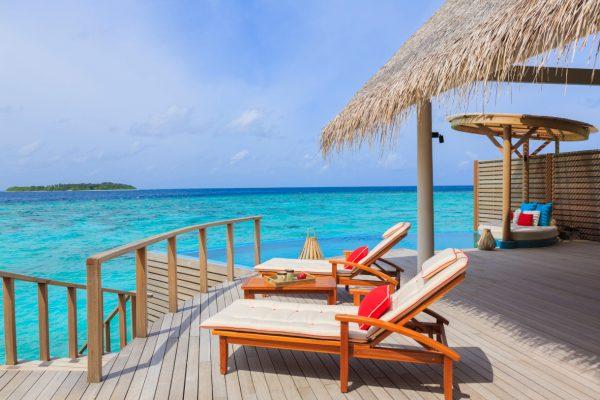 insel-seite-milaidhoo-island-water-pool-vlla-deck-04-Maledivenexperte