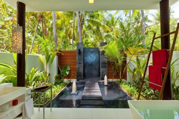 insel-seite-niyama-privae-island-beach-studio-bathroom-Maledivenexperte