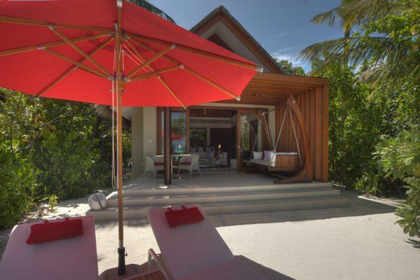 insel-seite-niyama-privae-island-beach-studio-terrace-Maledivenexperte