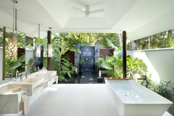 insel-seite-niyama-private-island-beach-pool-villa-bath-Maledivenexperte