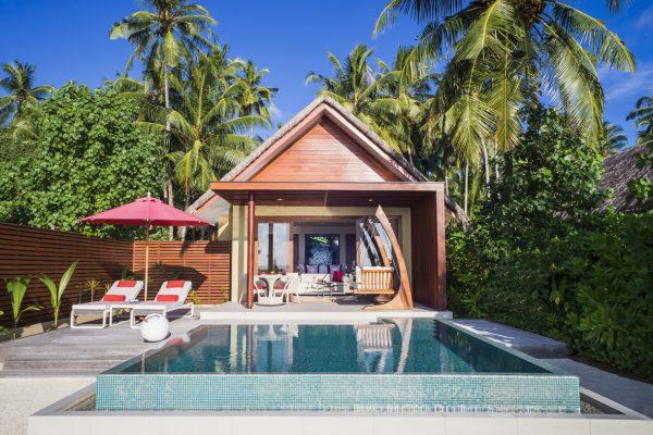 insel-seite-niyama-private-island-beach-pool-villa-exterior-day-02-Maledivenexperte