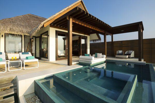 insel-seite-niyama-private-island-deluxe-water-pool-villa-exterior-01-Maledivenexperte