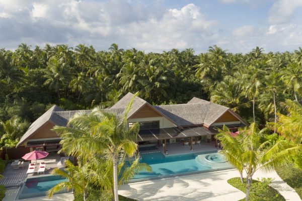 insel-seite-niyama-private-island-three-bedroom-beach-pool-pavilion-aerial-01-Maledivenexperte