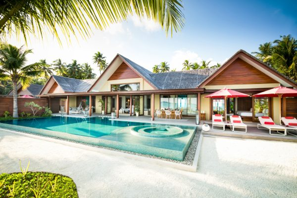 insel-seite-niyama-private-island-three-bedroom-beach-pool-pavilion-exterior-day-Maledivenexperte