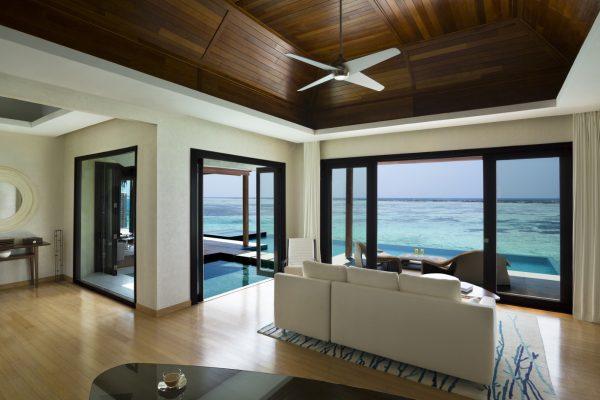 insel-seite-niyama-private-island-water-pool-villa-interior-Maledivenexperte