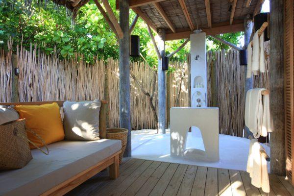 insel-seite-six-senses-laamu-beach-villa-bathroom-Maledivenexperte