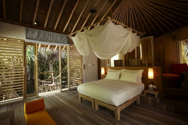 insel-seite-six-senses-laamu-beach-villa-interior-Maledivenexperte
