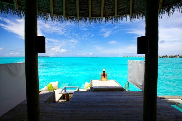 insel-seite-six-senses-laamu-water-villa-deck-Maledivenexperte