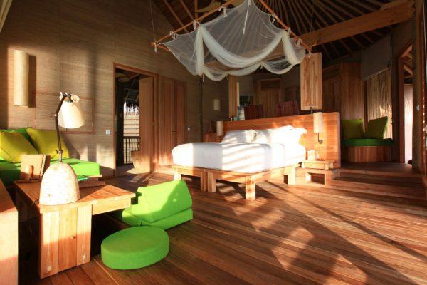 insel-seite-six-senses-laamu-water-villa-interior-02-Maledivenexperte