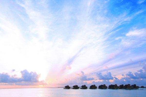 insel-seite-six-senses-laamu-water-villa-sunset-Maledivenexperte