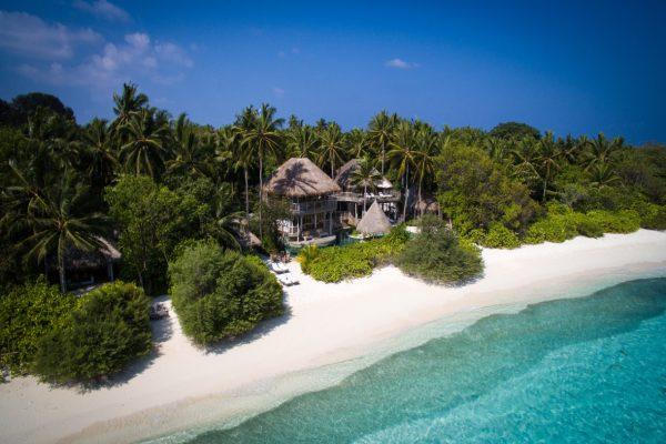 insel-seite-soneva-fushi-jungle-reserve-villa36-side-aerial-Maledivenexperte17_Soneva Fushi - Jungle Reserve Villa36 side aerial 2 by Moritz Krebs
