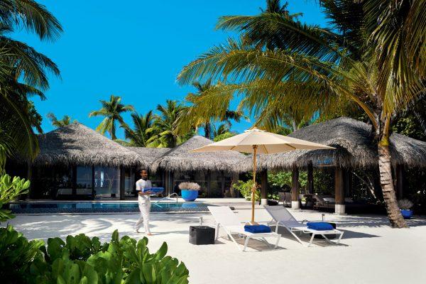 insel-seite-velaa-private-island-deluxe-beach-pool-villa-exterior-view-Maledivenexperte