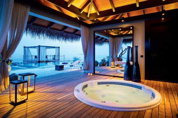 insel-seite-velaa-private-island-romantic-pool-residence-private-spa-Maledivenexperte