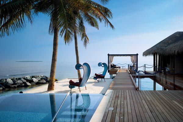 insel-seite-velaa-private-island-romantic-pool-residence-terrace-01-Maledivenexperte