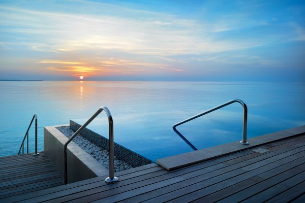 insel-seite-velaa-private-island-sunset-deluxe-water-pool-villa-view-from-terrace-Maledivenexperte