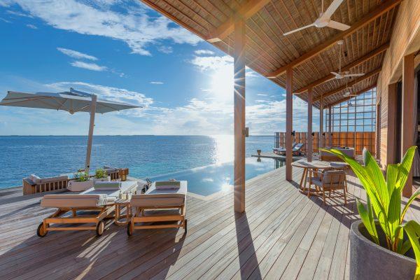 insel-seite-kudadoo-private-island-2-beroom-villa-deck-Maledivenexperte