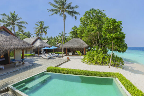 insel-seite-dusit-thani-maldives-2-bedroom-family-beach-villa-with-pool-01