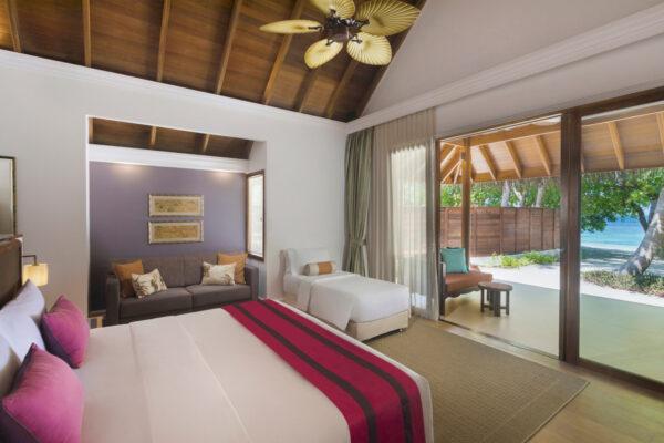 insel-seite-dusit-thani-maldives-beach-deluxe-villa-mit-pool-1-Maledivenexperte
