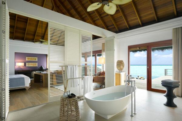 insel-seite-dusit-thani-maldives-ocean-villa-mit-pool-1-Maledivenexperte