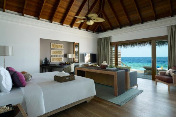insel-seite-dusit-thani-maldives-ocean-villa-mit-pool-2-Maledivenexperte