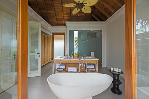 insel-seite-dusit-thani-maldives-three-bedroom-beach-residence-01-Maledivenexperte
