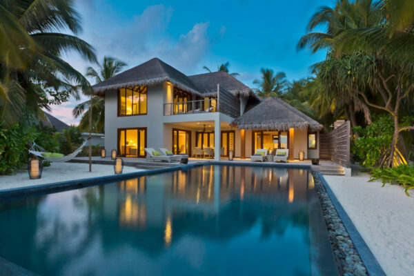 insel-seite-dusit-thani-maldives-three-bedroom-beach-residence-05-Maledivenexperte
