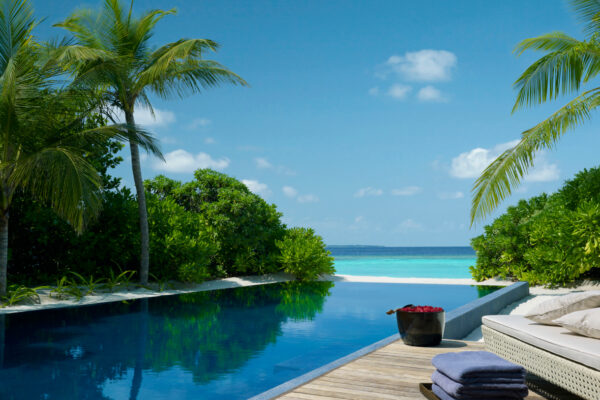 insel-seite-dusit-thani-maldives-three-bedroom-beach-residence-06-Maledivenexperte