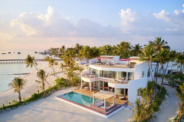 insel-seite-lux-norht-male-atoll-3-br-beach-03-Maledivenexperte