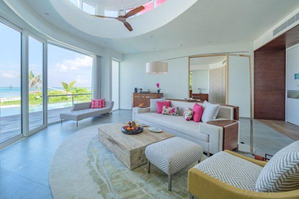 insel-seite-lux-north-male-atoll-beach-villa-lounge-4-Maledivenexperte