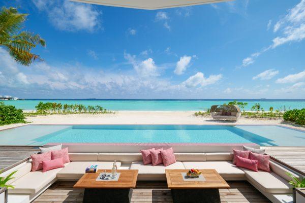 insel-seite-lux-north-male-atoll-beach-villa-twin-pool-deck-01-Maledivenexperte