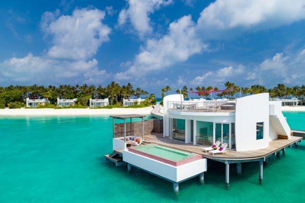 insel-seite-lux-north-male-atoll-water-villa-hero-Maledivenexperte