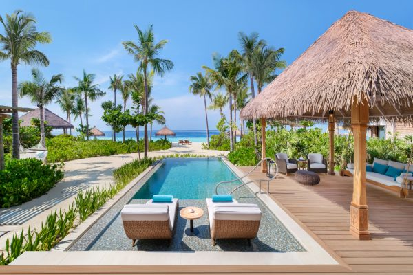 waldorf-astoria-maldives-ithaafushi-three-bedroom-beach-villa-pool-2-Maledivenexperte