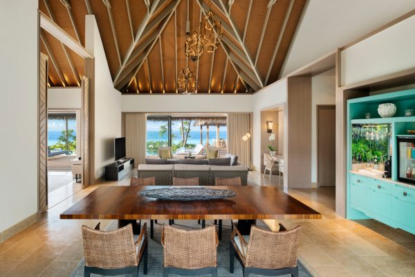 waldorf-astoria-maldives-ithaafushi-two-bedroom-beach-villa-living-and-dining-area-Maledivenexperte