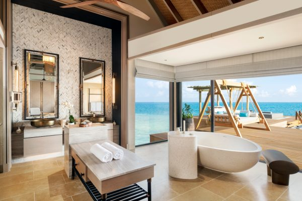 waldorf-astoria-maldives-ithaafushi-two-bedroom-overwater-and-reef-bathroom-Maledivenexperte