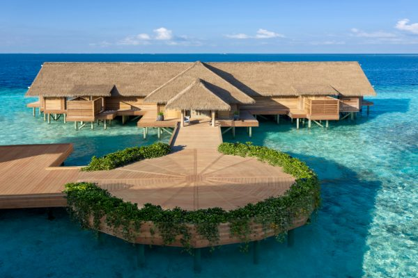 waldorf-astoria-maldives-ithaafushi-two-bedroom-overwater-villa-entrance-Maledivenexperte